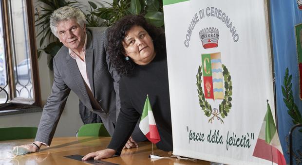 Il sindaco di Ceregnano Ivan Dall'Ara e l'assessore alla Felicità Elena Dall'Oco (foto Max Sandri)