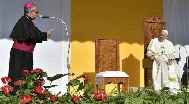 Abusi, in Sicilia la guerra delle petizioni a difesa del vescovo che ha trasferito a Ferrara prete pedofilo
