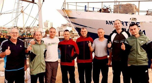Liberati i pescatori sequestrati 100 giorni fa, Conte e Di Maio in Libia. La gioia dei familiari: «Fine di un incubo»