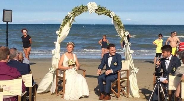 Matrimonio On Spiaggia : Dire sì in riva al mare boom di matrimoni in spiaggia a fiumicino