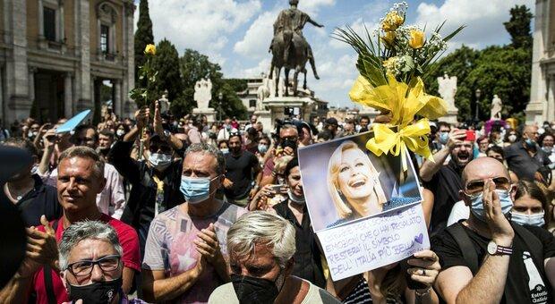 Raffaella Carrà, funerali in diretta: l'ultimo saluto alla regina della tv italiana
