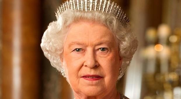 «La Regina Elisabetta? Ha una pelle di pesca», parola di esperto: il segreto è nel luogo di vacanza