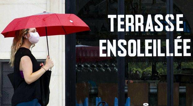 Covid, paura in Francia: bar chiusi alle 22 a Parigi, a Marsiglia situazione critica