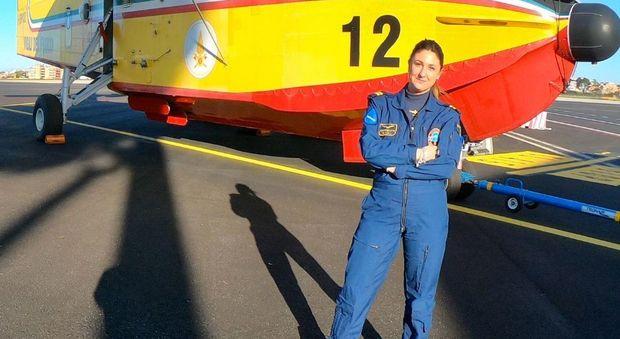 Giulia Grigoletti, pilota Canadair: «Spengo incendi come un uomo»