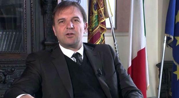 Intervista a Bitonci, sottosegretario all'Economia: «In manovra primo taglio delle accise sulla benzina»