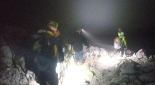 Escursione nella zona di Rigopiano, tre dispersi: ricerche in corso