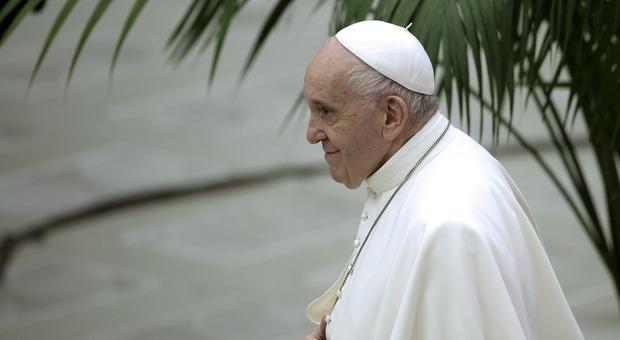 Papa Francesco non ha più febbre, il recupero va avanti: ultime notizie sullo stato di salute del Pontefice