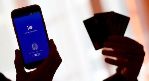 Poste Italiane: a natale acquisti digitali + 40%, nonostante il Covid. Picco e-Commerce: +70%