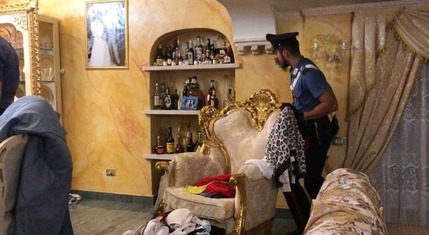 Arresti casamonica sigilli a vari locali in centro a roma for Interno ville foto