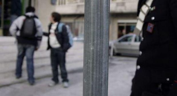 Padova choc a scuola tredicenne pestato nel bagno da 15 - Nel bagno della scuola ...