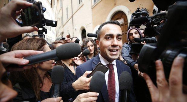 Di Maio: «2 giugno in piazza a Roma. Voto in agosto». Scontro con il Colle su nomi Tesoro
