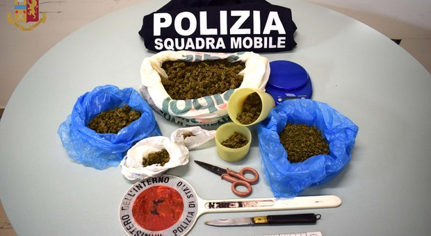 Rieti, la polizia arresta giovane spacciatore reatino, sequestrato mezzo chilo di marijuana e un proiettile inesploso