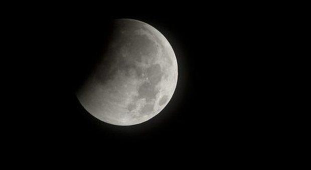 Anche la Luna trema e si restringe: registrati terremoti e