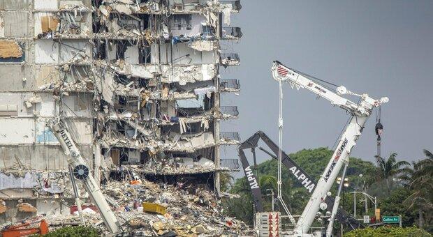 Miami, il palazzo crollato sarà demolito a partire da oggi: sospese le ricerche dei 121 dispersi