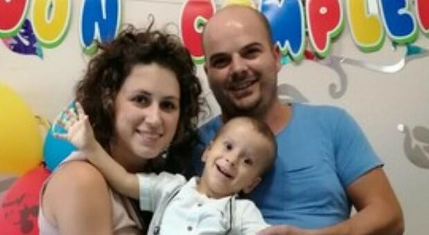 Matteo, 2 anni, e la malattia con soli 20 casi al mondo. La madre: «Cerco medico che trovi una cura»