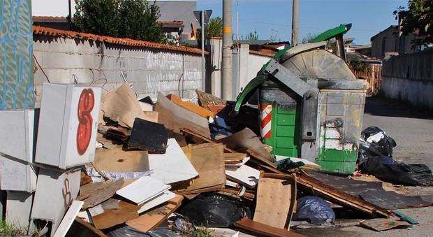 Fiumicino, discariche abusive a Isola Sacra: i residenti si lamentano