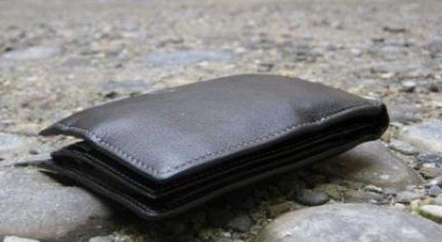 e7257b6555 Profugo del Mali trova un portafogli con 1.000 euro e telefona al  proprietario: «Scusi, lo ha perso...»