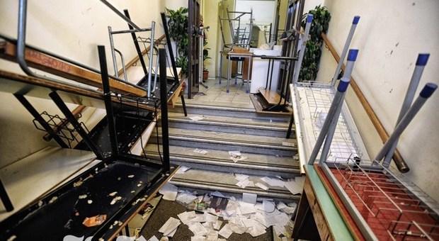 Roma, occupato il Caetani: libri strappati e aule danneggiate