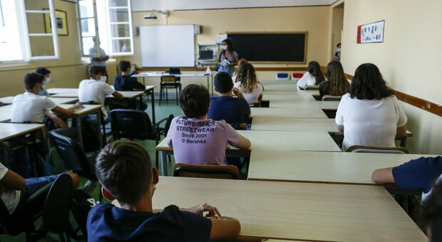 Roma, paura a scuola dall'Eur alla Cassia: cinque bambini positivi, classi isolate