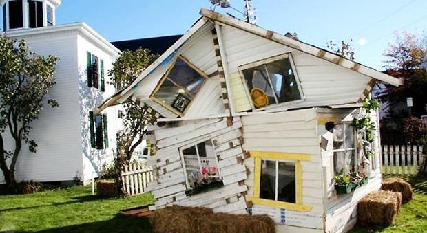 immagine Benvenuti nella Casa di Oz: ricostruita nel Maine dopo un tornado di fantasia