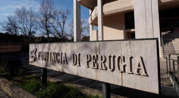 Blitz della Finanza alla Provincia di Perugia, indagine su presenze e caso mascherine