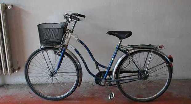 Scippi e strappi di collanine: Lupin in bicicletta incastrato da due anziane