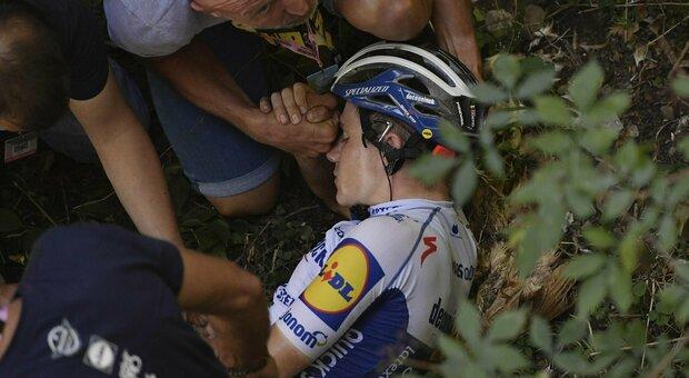 L'antidoping indaga su Remco Evenepoel, cosa c'era nelle sue tasche dopo la caduta?