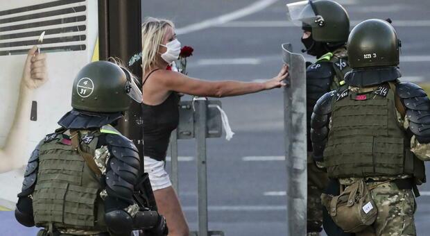 Bielorussia, ristoratore italiano consegna manifestanti alla polizia: la rabbia social