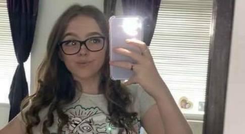 Inghilterra, muore a quattordici anni travolta da un'auto mentre andava a scuola. Il conducente non si è fermato al semaforo
