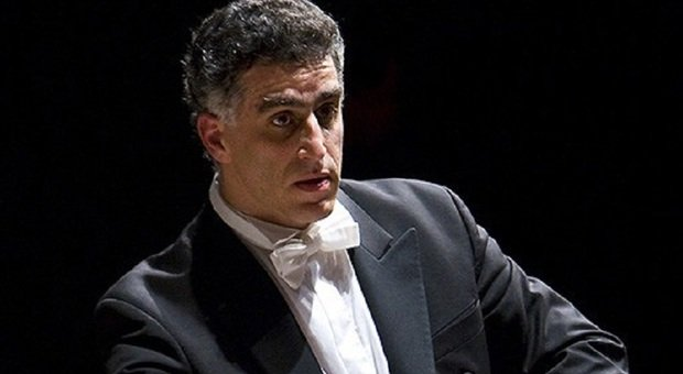 Il maestro Nir Kabaretti