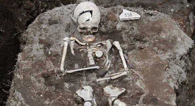 «Ritrovato lo scheletro di un vampiro»: ha un paletto conficcato nel petto
