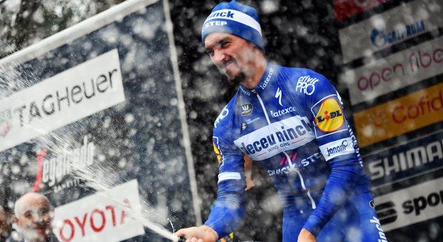 Milano-Sanremo, vince Alaphilippe dopo uno sprint su Naesen e Kwiatkowski