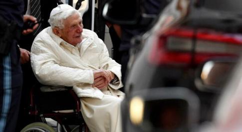Ratzinger, la rivelazione del cardinale maltese Grech: «Ha difficoltà nel parlare»