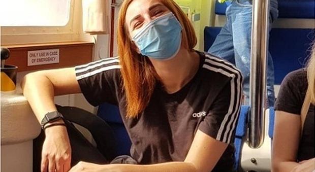 Tania Correra durante una pausa del travagliato viaggio di ritorno