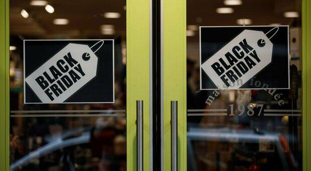 Black Friday, code per Playstation 5 e iPhone: corsa allo shopping anche nelle zone rosse