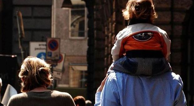 Ai figli il cognome della madre con l'ok dei genitori: il Cdm approva il ddl