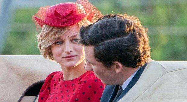 The Crown, Netflix sfida la Regina Elisabetta: «Non metteremo avviso sulla serie»