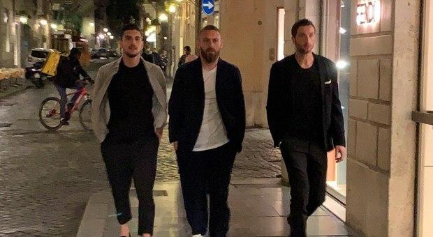 Roma, l\'ultima cena di De Rossi: con la squadra in centro prima dell ...