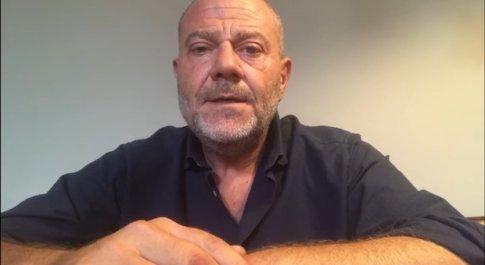 Giulio Golia positivo al Coronavirus: «Ho mal di testa». Salterà la prima puntata delle Iene