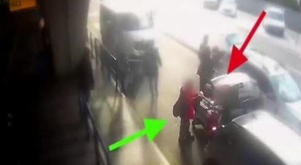 Passeggero chiede l'uso del tassametro, il tassista gli rompe il naso con un pugno