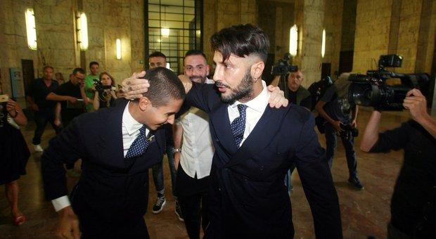 Fabrizio Corona dona 2000 euro. L'associazione rifiuta e lo umilia