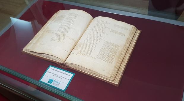 Dante e Montecassino, in mostra il Codice 512: l'antico manoscritto con le tre cantiche