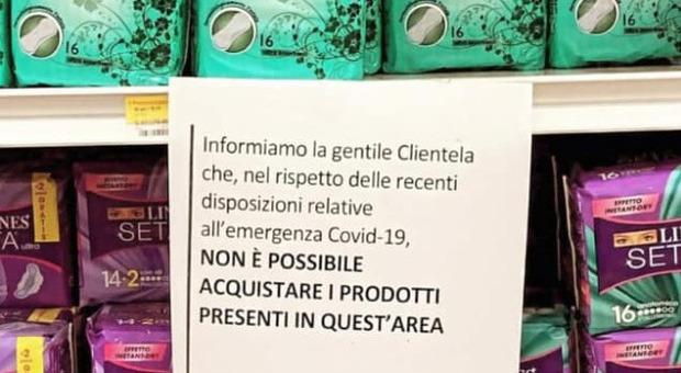 Covid, vendita assorbenti vietata dopo le 18. La denuncia di una studentessa: «Mi sono sentita in imbarazzo»