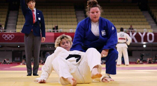 Judo, l'abbraccio tra l'atleta saudita e israeliana che spegne le polemiche