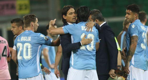 L'abbraccio di Simone Inzaghi ai protagonisti