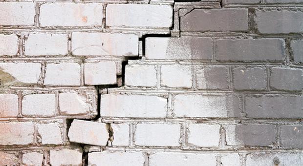 Crepe sui muri: quando sono pericolose e quando preoccuparsi