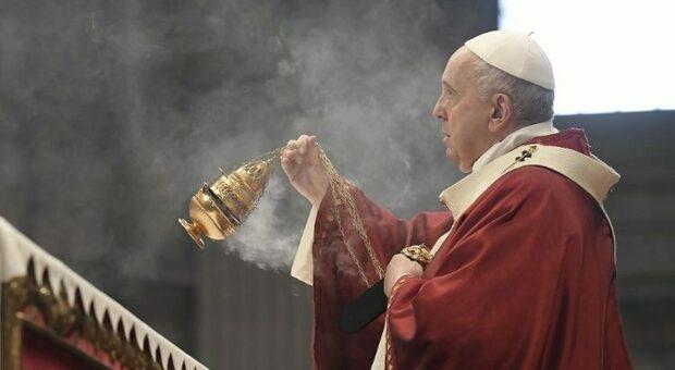 Papa Francesco chiede una Chiesa credibile e libera, nei sondaggi il peso del pontefice resta alto