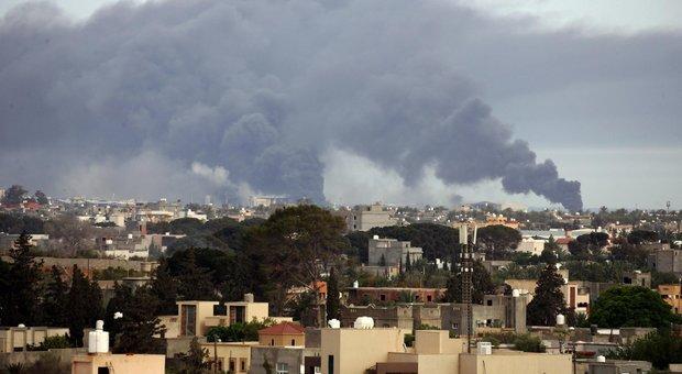 Libia, Haftar annuncia raid aerei contro obiettivi turchi: «Arrivati 8 caccia russi»