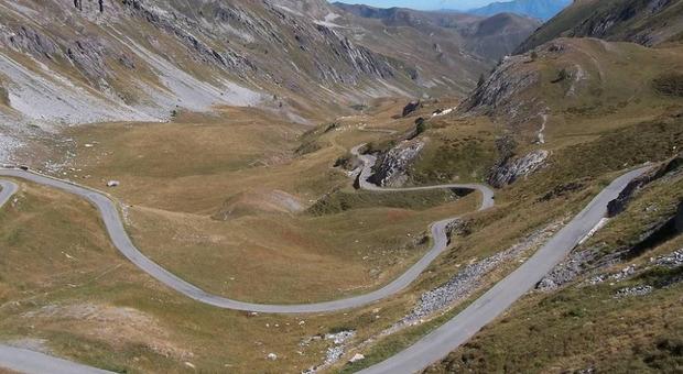 Cuneo, la strada maledetta di Colle della Fauniera (una delle 20 più aspre d'Italia). Pantani vinse qui