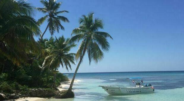 Variante Delta, boom di contagi ai Caraibi: spiagge e negozi in lockdown. «Turisti andate via dalle Antille»